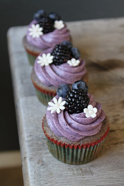 if you like berries and cupcakes these blueberry blackberry cupcakes ...