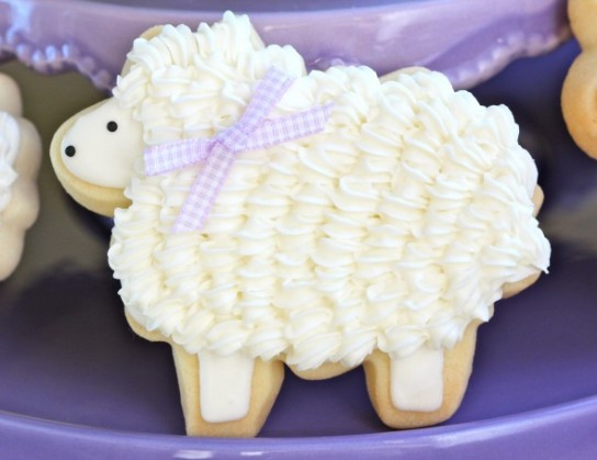 Decorate Easter Lamb