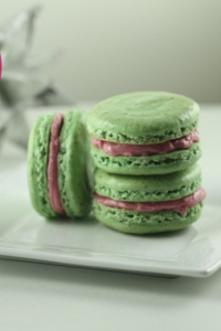 almond-raspberry-holiday-macarons