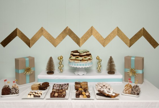 CHRISTMAS-DESSERT-TABLE