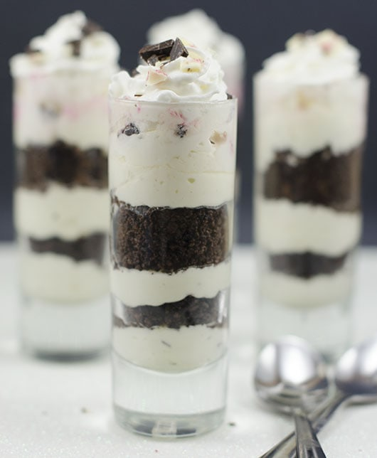 peppermint-bark-cheesecake-shooter