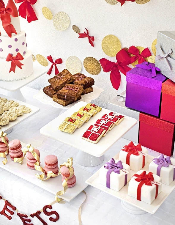Christmas Dessert Table: All Wrapped Up