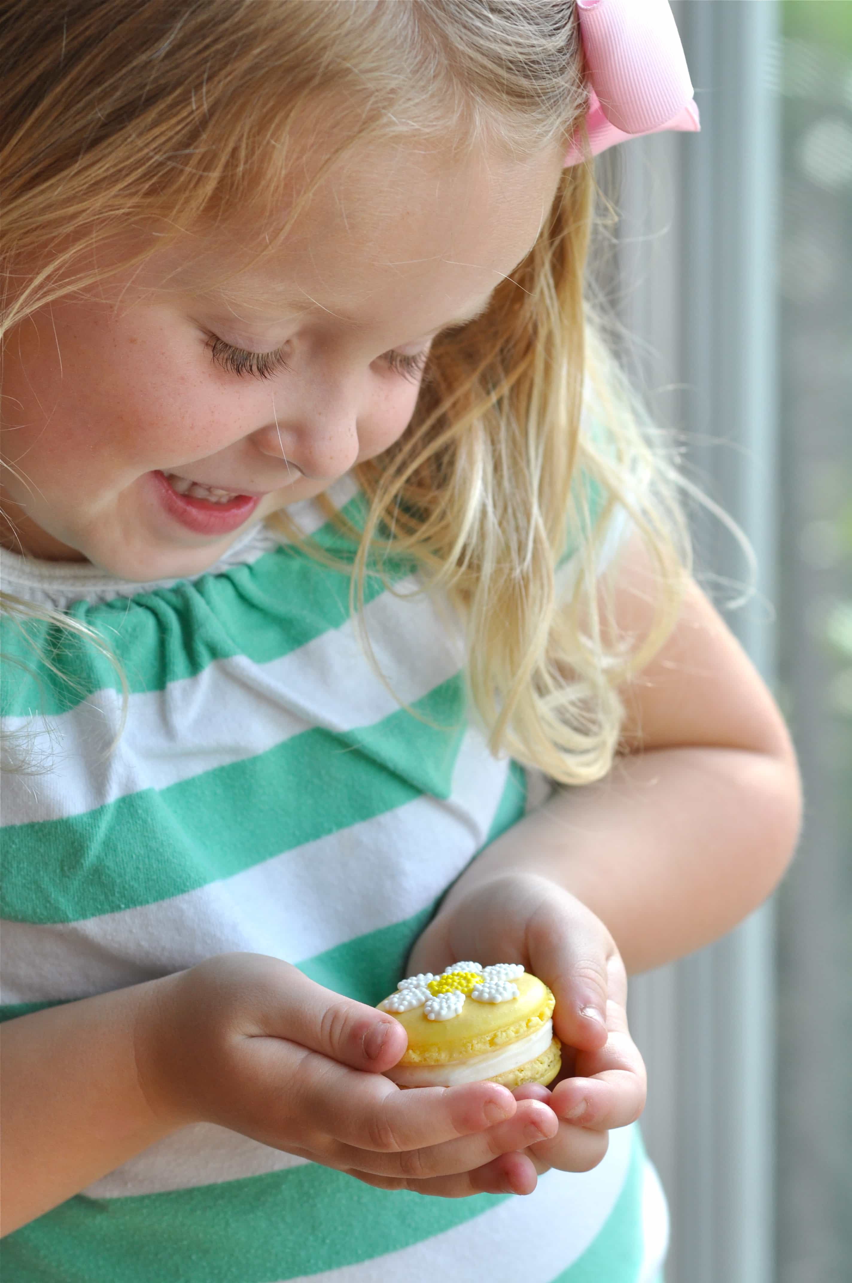 How To Make Sweet Springtime Daisy Macarons Best Friends For Frosting