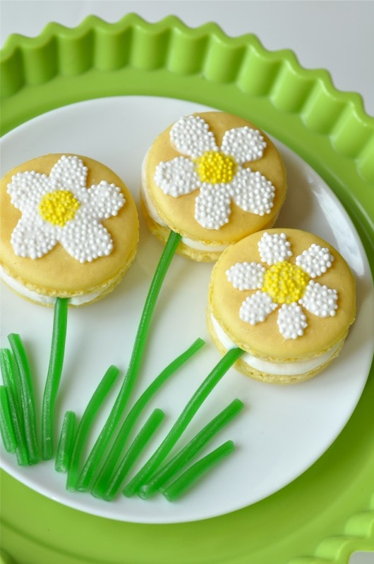 How to Make Sweet Springtime Daisy Macarons | Best Friends ...