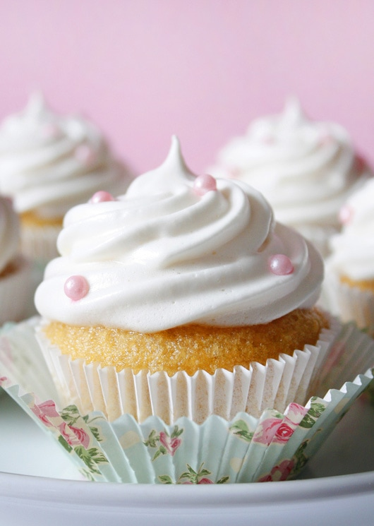 Recipe: VANILLA CUPCAKES WITH FLUFFY MARSHMALLOW FROSTING ...