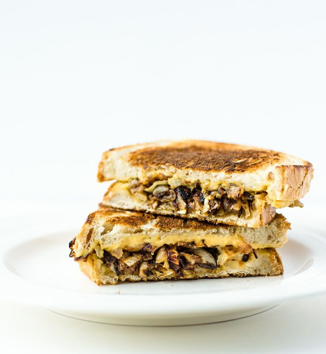 ... on this grilled, caramelized onion sandwich ! (via Katy's Kitchen