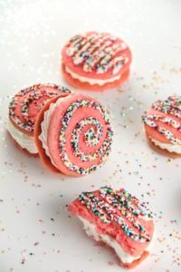 sprinkles-macarons