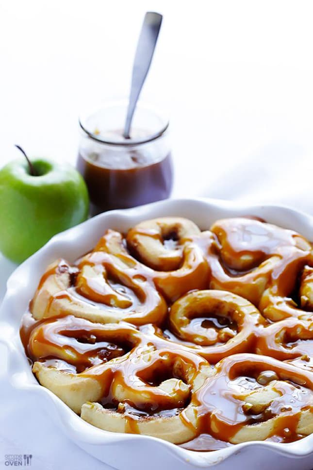 caramel-apple-cinnamon-rolls