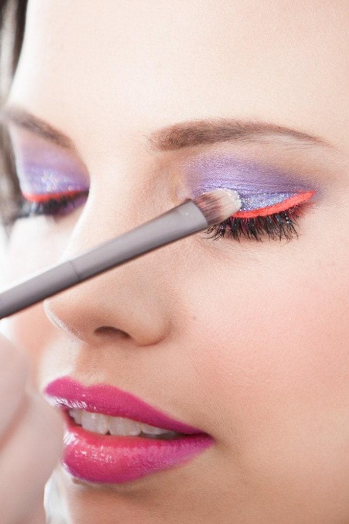 glittery-eye-shadow