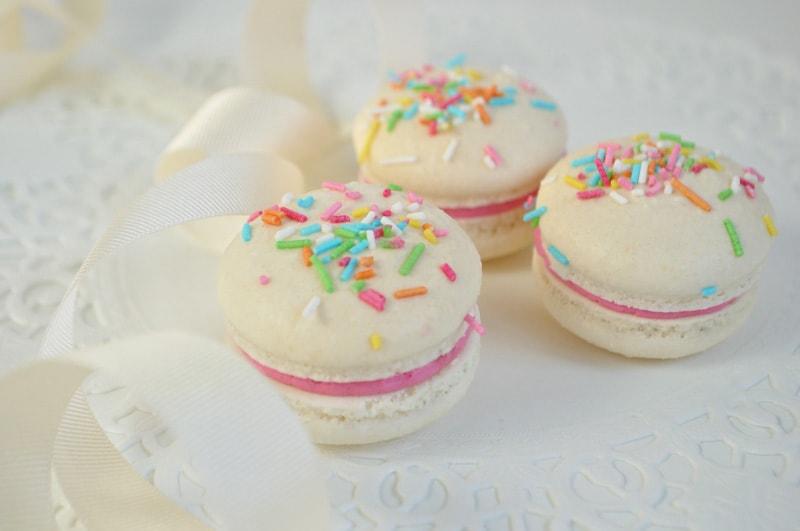chamboard-confetti-macarons-junipercakery-6