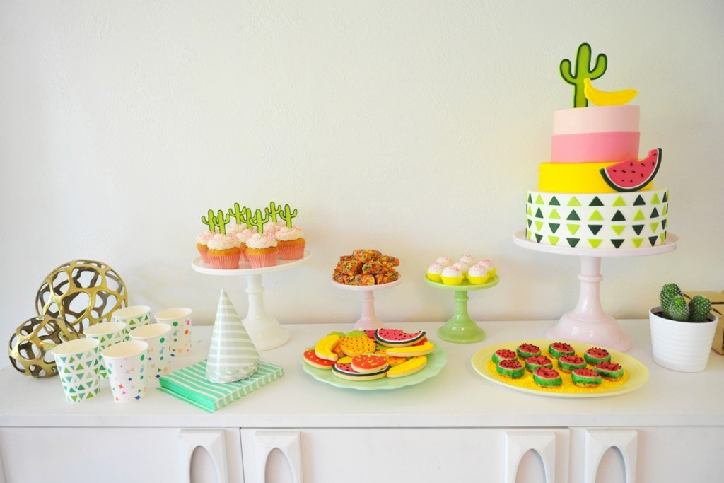 KIDS-PARTY-DESSERT-TABLE