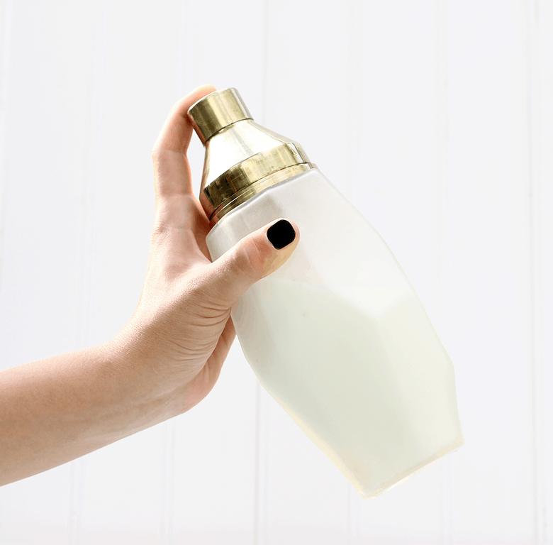 gold-white-shaker