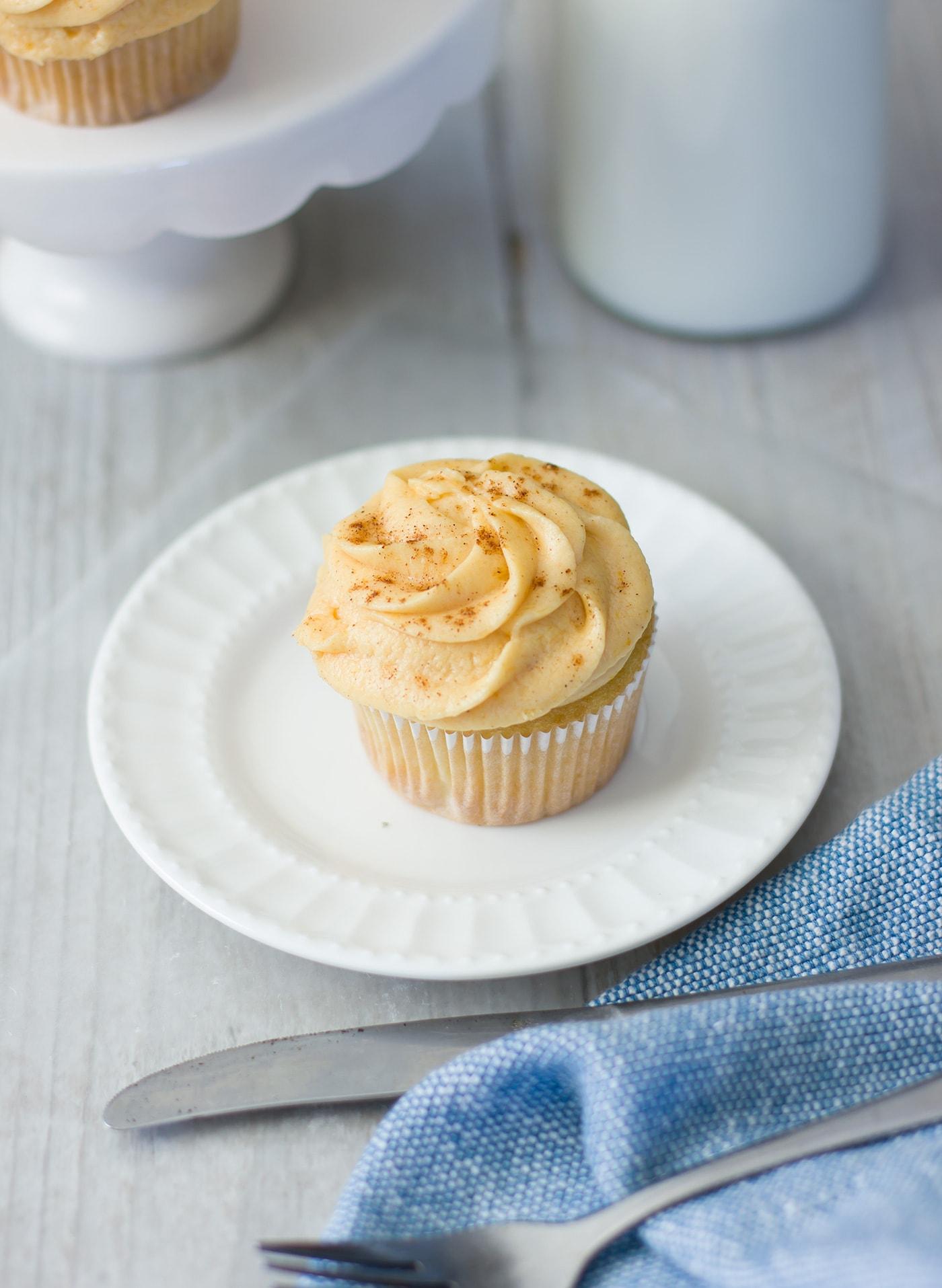 pumpkin-pie-cupcake-recipe-frosting
