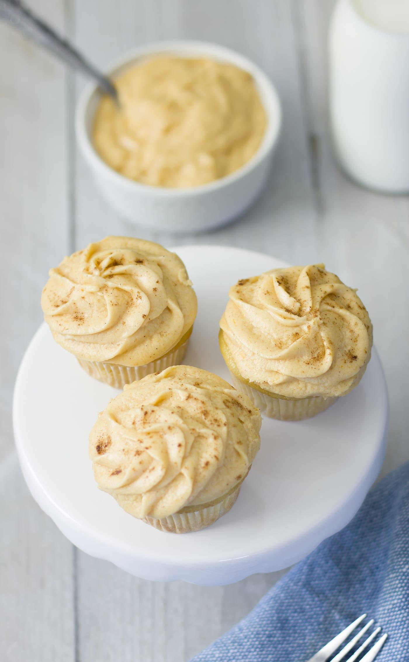 pumpkin-pie-frosting-cupcake-recipe-fall