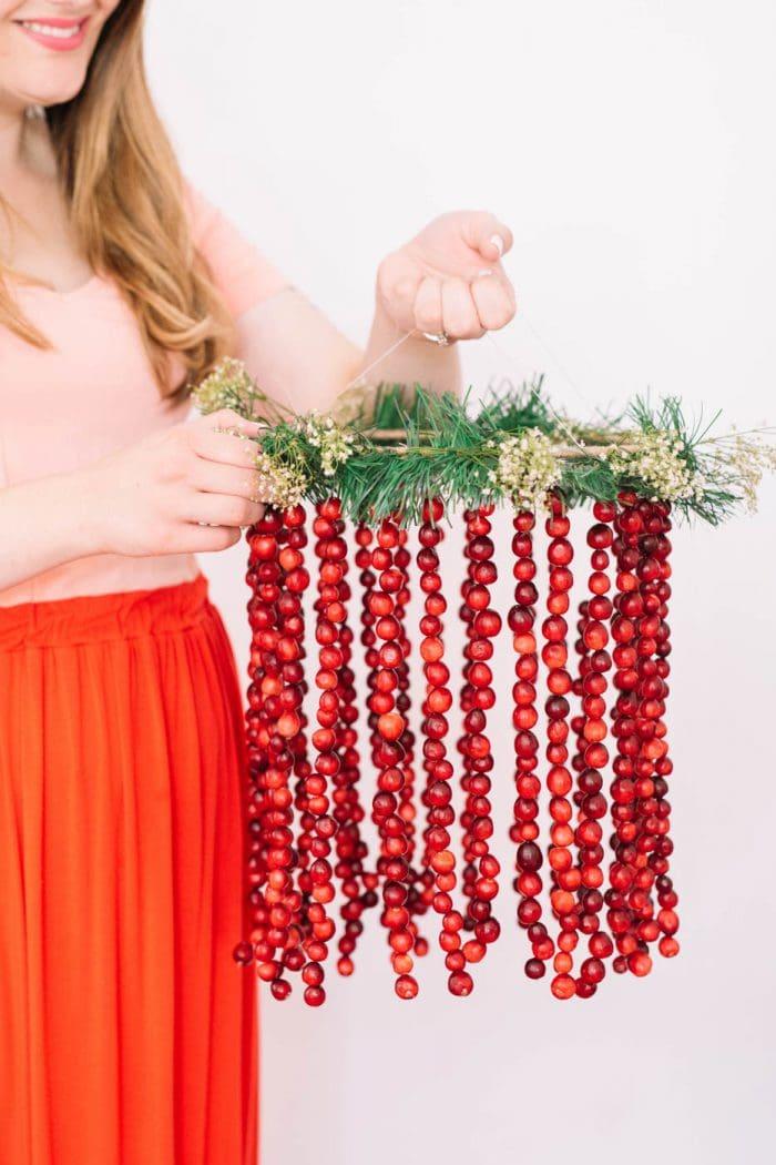 diy-cranberry-friendsgiving-decoration