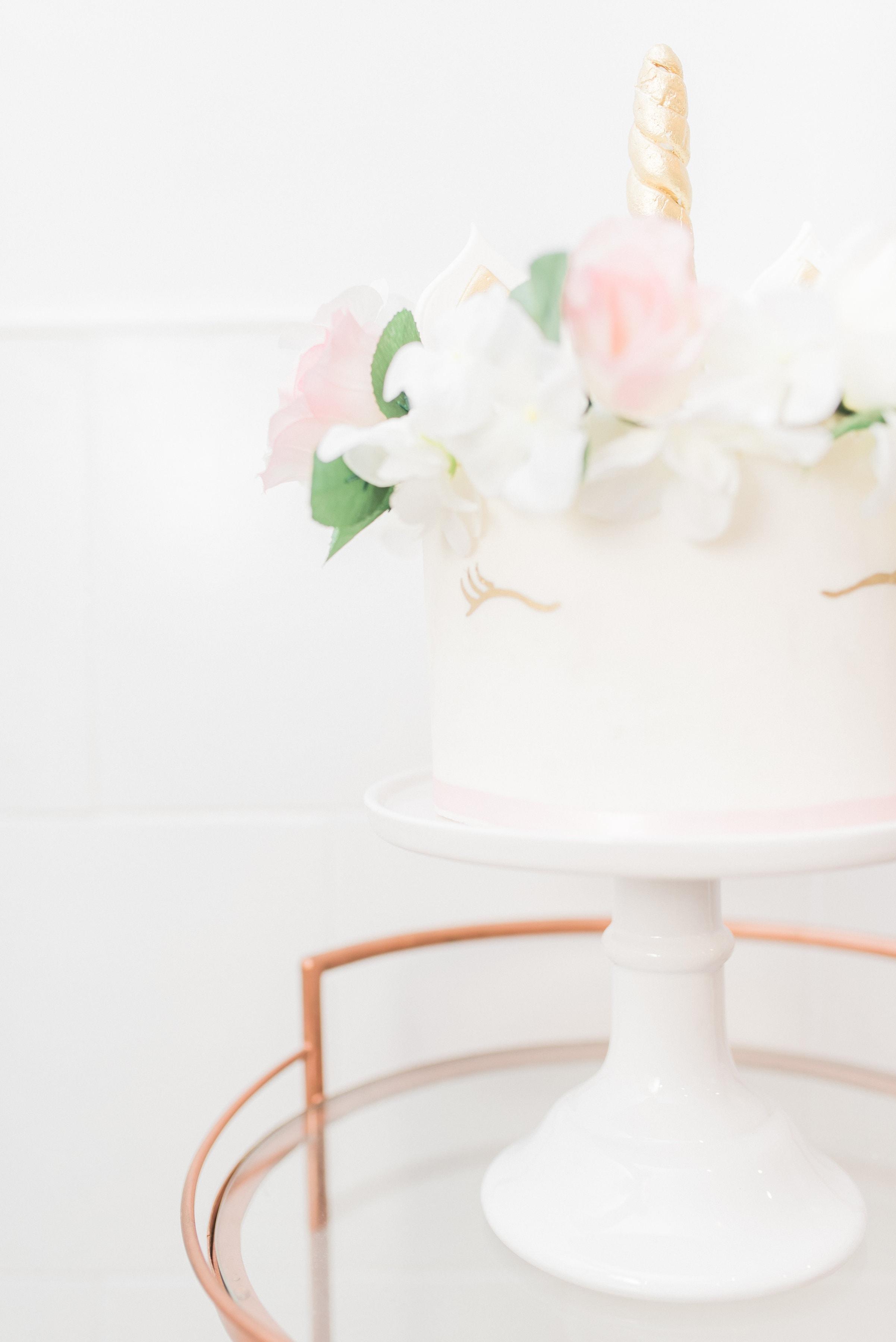 white-unicorn-cake