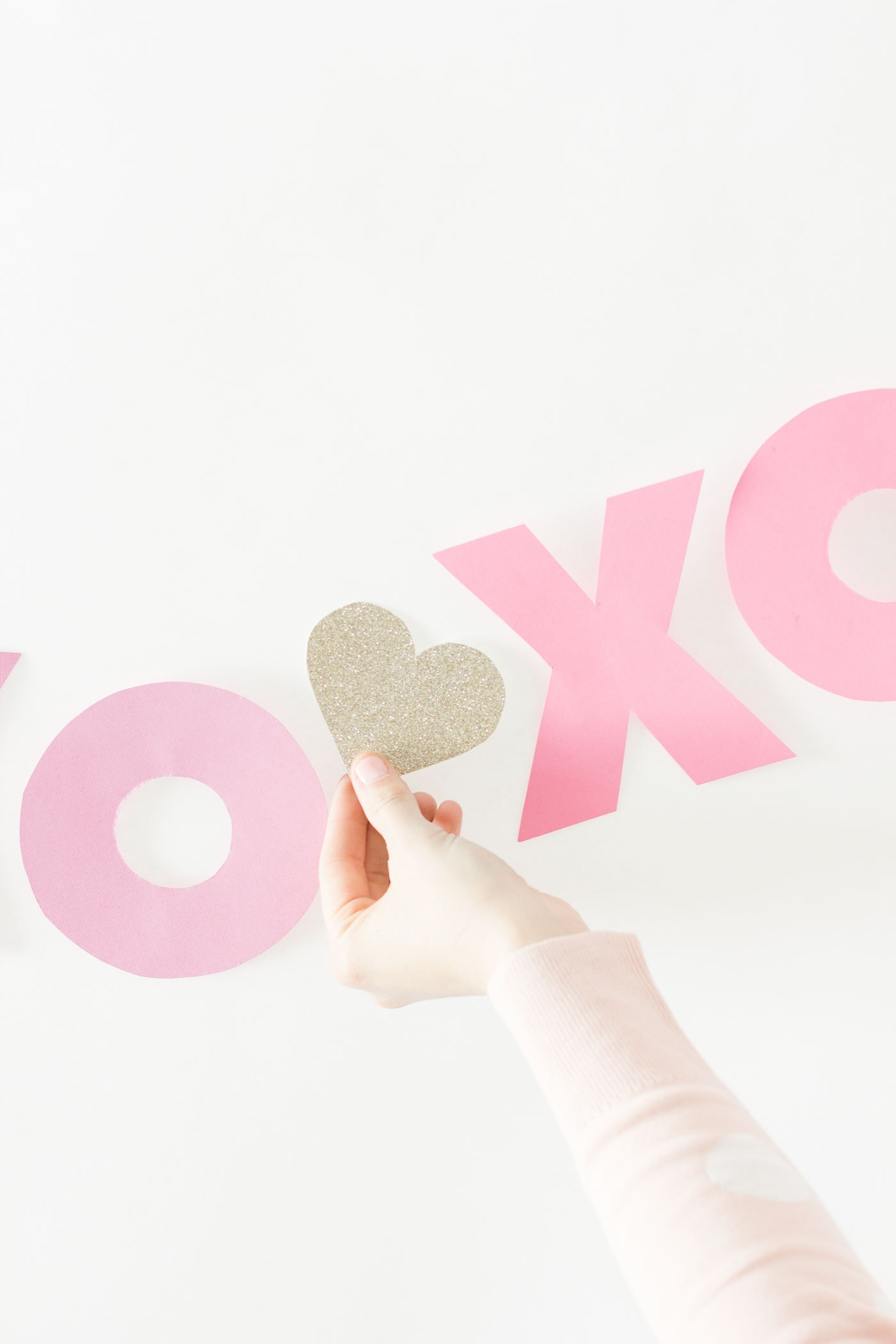 valentines-day-cute-pink-banner-diy