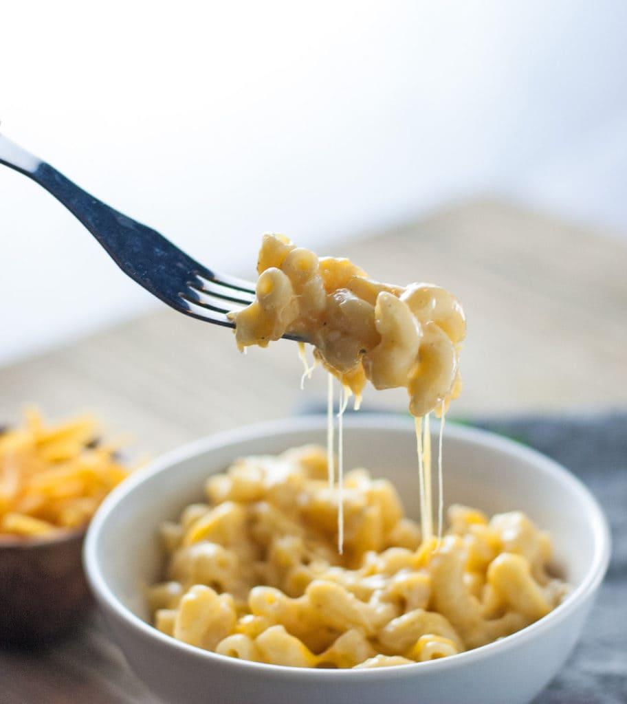 macaroni and cheese in dish